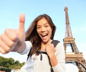 France_Paris_TeenageGirl_ThumbsUp_iS_17104925XXXLarge