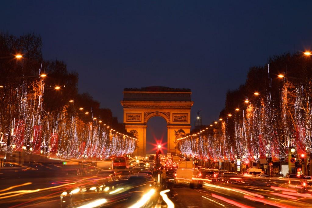 France_Paris_Arc-de-Triomphe_Holidays-Lights_iS_11915998XLarge