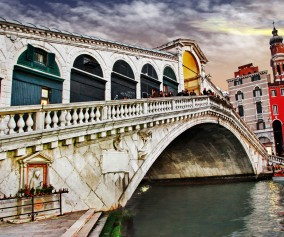 Italy_Venice_Grand-Canal_Rialto-Bridge_Getty_466188160