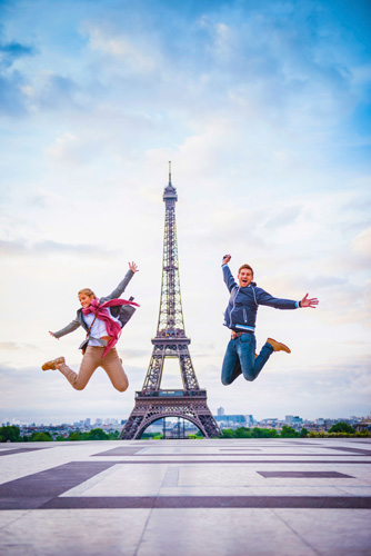 France_Paris_Eiffel-Tower-people-jumping_GettyImages-543195031