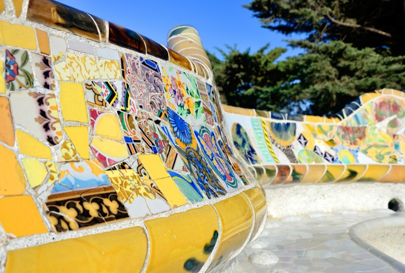 Spain_Barcelona_Parc-Guell-bench_Getty_525648497
