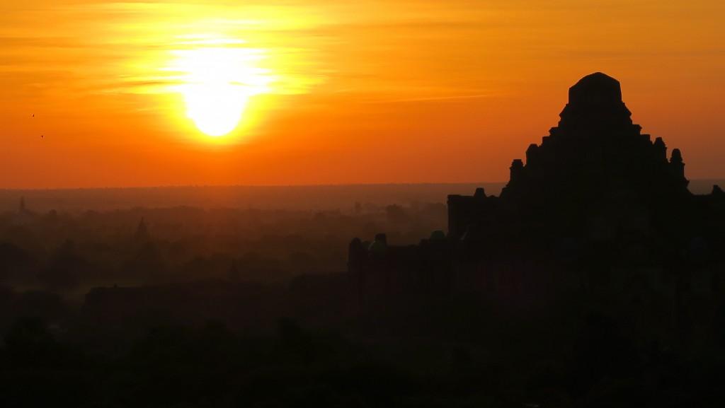 bagan-temples-sunrise2